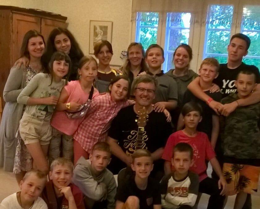 Iloisia lapsia Ukrainasta